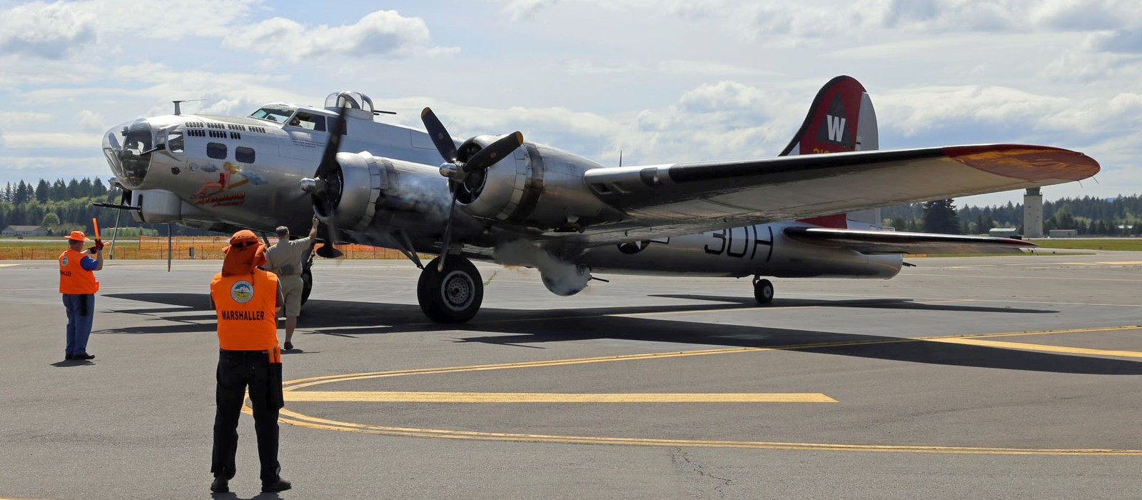 EAA's B-17 and marshallers